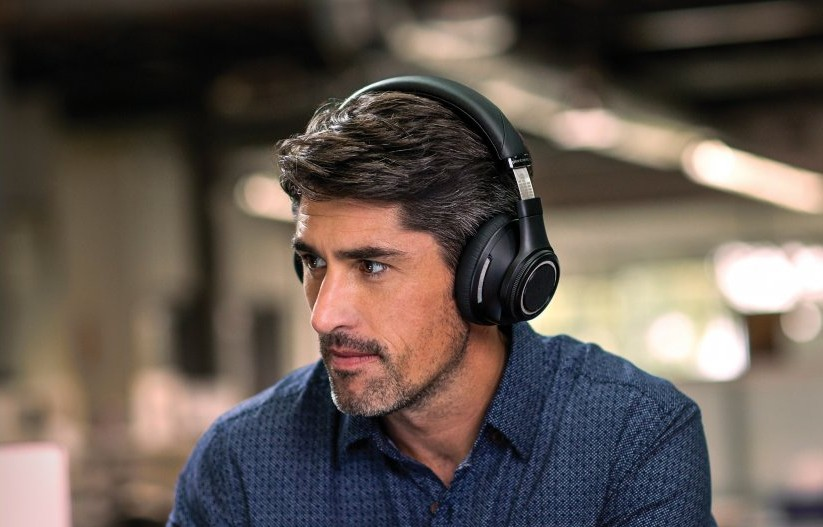 Backbeat Pro best headphones for noise cancelling